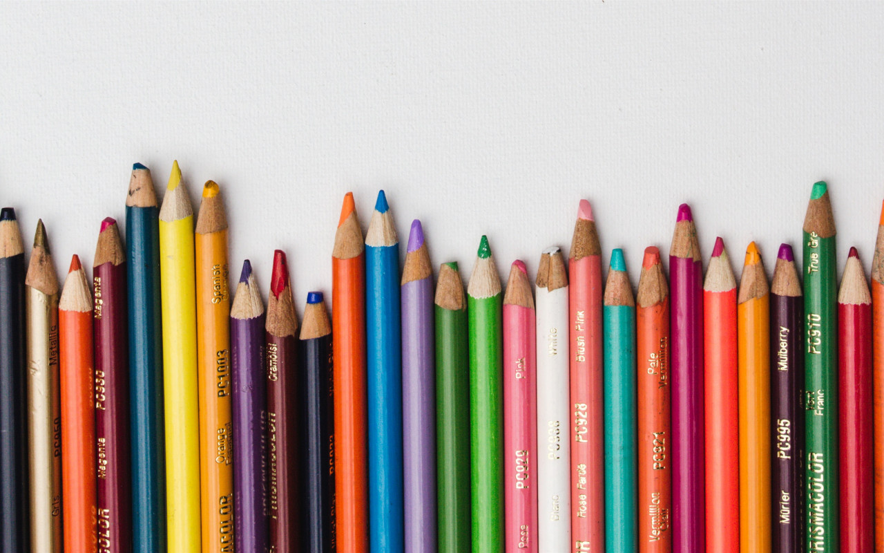 Colored-pencils-colorful-white-background_2880x1800